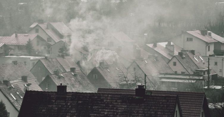 Zanieszyszczenie powietrza w polkich miastachh wojewódzkich.