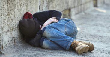 Maluchy bez dachu nad głową. Coraz częściej problem bezdomności dotyczy dzieci