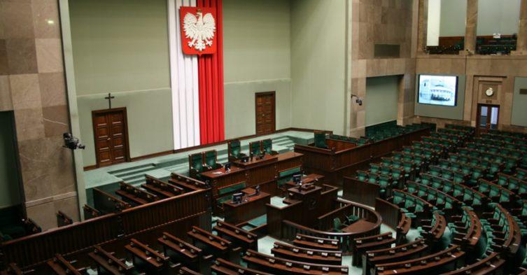 Sejm przywraca poprzedni wiek emerytalny