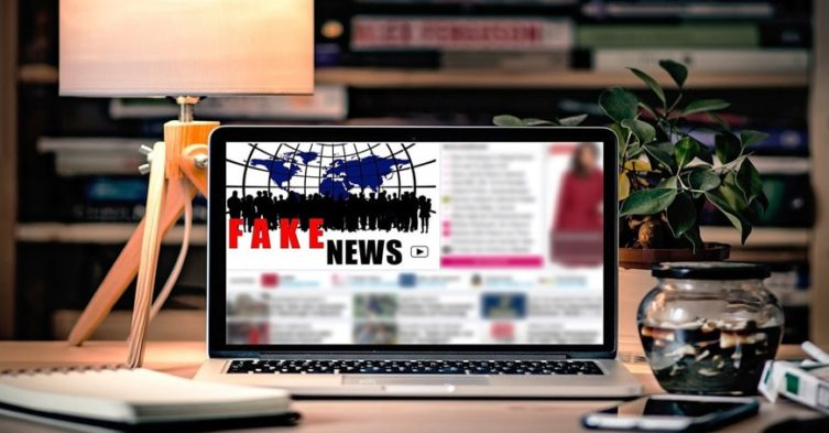 """UE chce walczyć z """"fake news"""""""