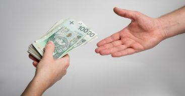 """Rząd zwalcza szarą strefę. Czy transakcje gotówkowe są """"podejrzane""""?"""
