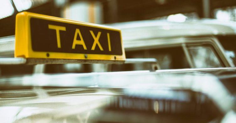 Taksówkarze walczą z Uberem.