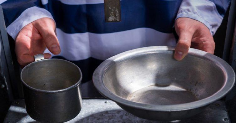 Menu w więzieniu - co jedzą polscy więźniowie?