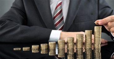 Jakie będą skutki rosnącej płacy minimalnej? Rząd proponuje kolejną podwyżkę