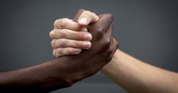 Hormon miłości lekarstwem na ksenofobię? Zaskakujące wyniki badań niemieckich naukowców