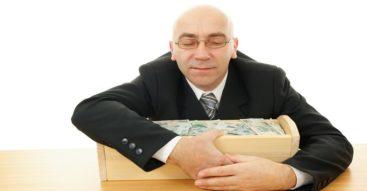 Czy zarobki najważniejszych urzędników państwowych są zbyt wysokie? Awantura o nagrody dla ministrów