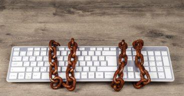 Większa ochrona praw autorskich czy cenzura w sieci? Różnice w ocenie unijnej dyrektywy