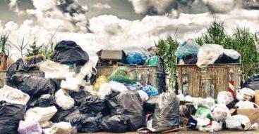 Co przyniosą zmiany przepisów o odpadach? Walka rządu z mafiami śmieciowymi i dzikimi wysypiskami